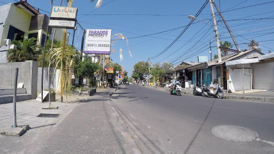 Santai Hotel: The main street for the hotel, about 200 meters from the hotel