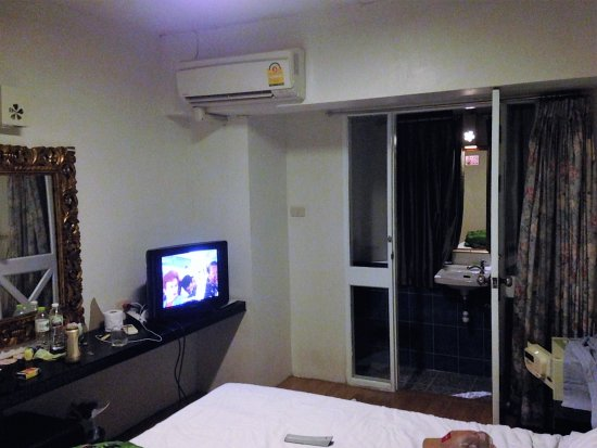 Sawasdee House: room with small tv