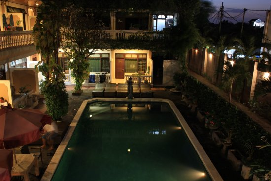 Santai Hotel: The pool, view from classroom
