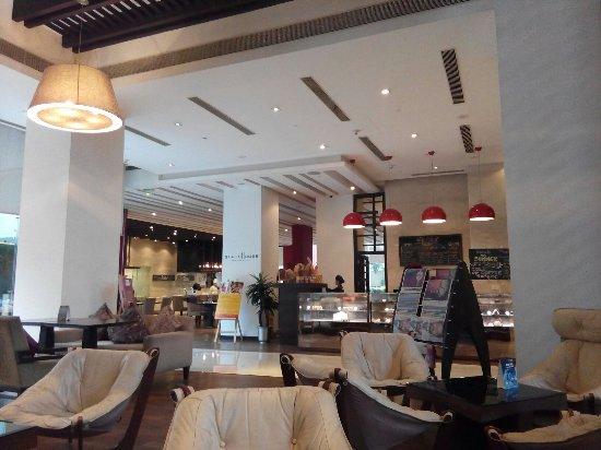 Hilton Garden Inn Gurgaon Baani Square India: TA_IMG_20160703_183742_large.jpg