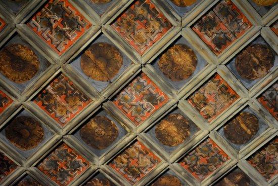 I cassettoni decorati del soffitto foto di castello di issogne
