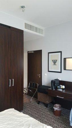 Ramada Hotel Frankfurt City Center: 20160701_074829_large.jpg