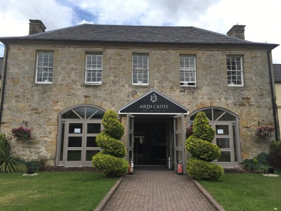 Airth Castle & Hotel: Our lovely anniversary weekend stay at this lovely hotel.  Only fault is is that our room was da