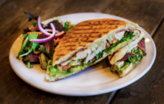 Agoura Hills, Califórnia: Sandwiches, with locally sourced ingredients and bread baked fresh,