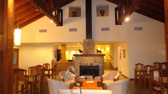 Hotel y Duplex Rincon del Valle: Salon Principal con Chimenea.