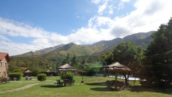 Hotel y Duplex Rincon del Valle: Desde mi Habitacion se aprecia Parque y Sierras, Verde y Naturaleza.