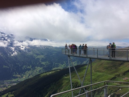 Grindelwald, Suiza: The cliff walk and zip line were great fun.