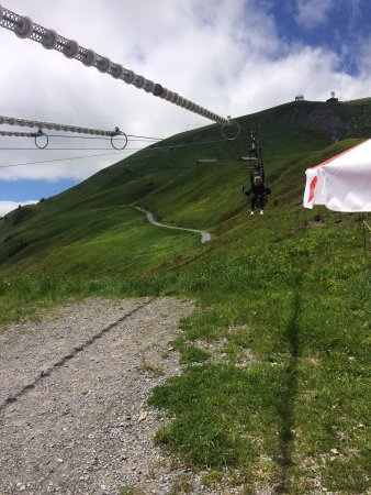 Grindelwald, Zwitserland: The cliff walk and zip line were great fun.