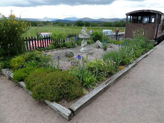 Aviemore, UK: Commemorative flower bed at Broomhill