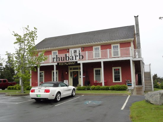 Rhubarb Restaurant: Parking right in front