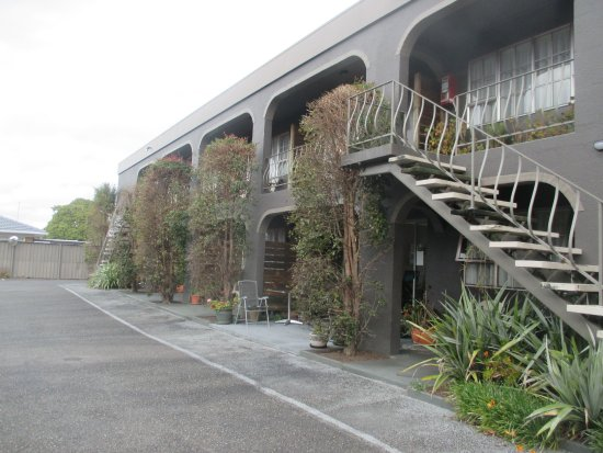 Rotorua Motel : other view of the access to the rooms