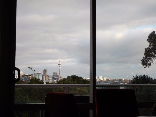 Auckland Takapuna Oaks: Downtown view from the couch
