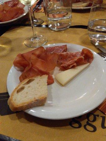 Montespertoli, İtalya: Salumi e formaggi