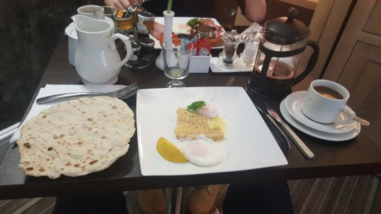 The Kenley: Smoked haddock with poached eggs and a home made flat bread made by Mark (host)
