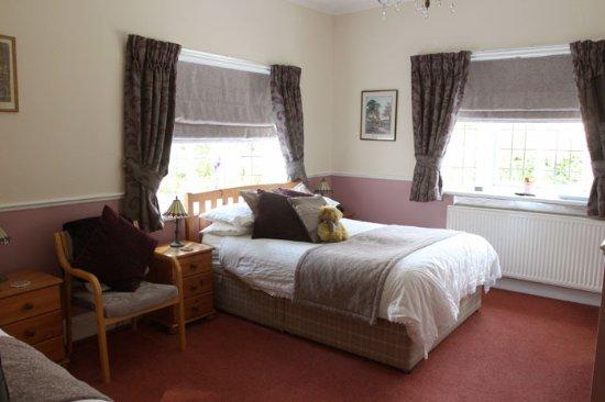 Lavender Lodge: Spacious elegant family room