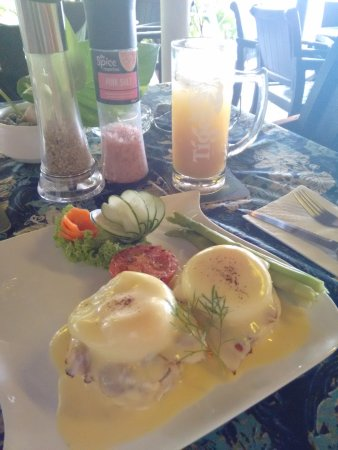 Kuala Teriang, Malásia: Eggs Benedict with home made English Muffins!