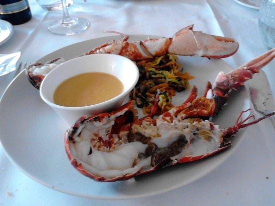 """กาเบิร์ก, ฝรั่งเศส: Homard breton et sa sauce """" homardine """" ."""