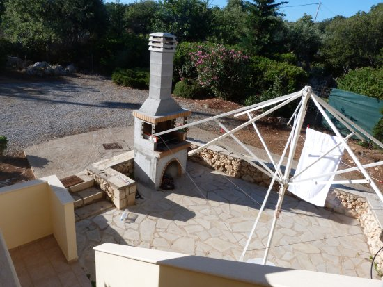 Prines, Grèce : Le coin barbecue