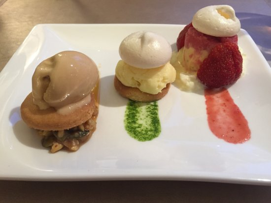 Percy, Francja: trio of desserts