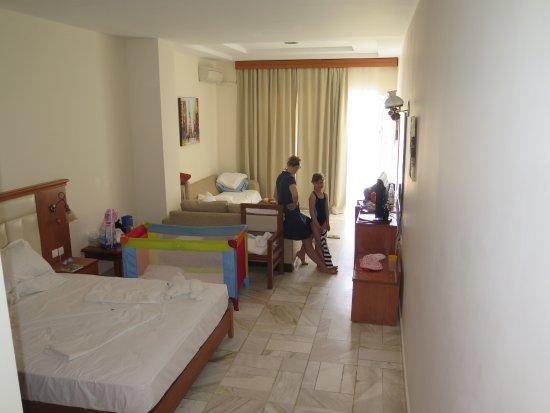 Hotel Porfi Beach: Комната