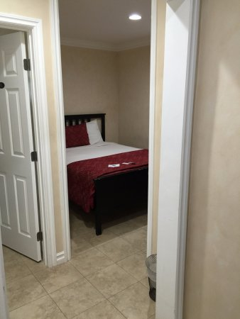 Nite Inn at Universal City: Tiny room, looking in from the door. Bathroom on left.  But very clean & recently renovated.