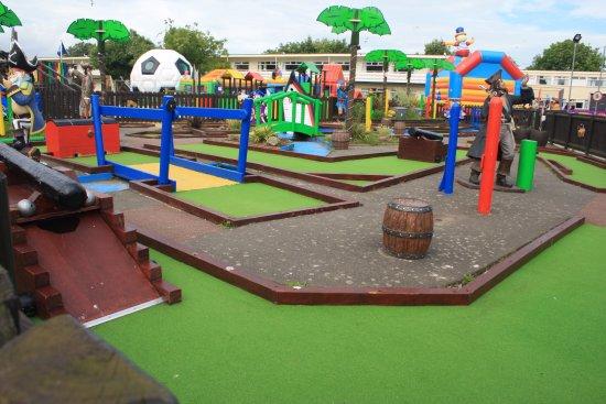 Pontinu0027s Camber Sands Centre: Kids Outdoor Play Area.