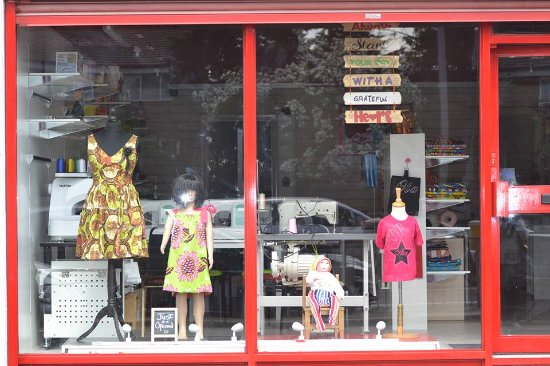 Edgware, UK: Dressmaking & T-shirt printing