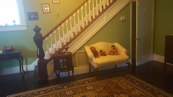 The Londoner Bed & Breakfast: 20160701_192425_large.jpg