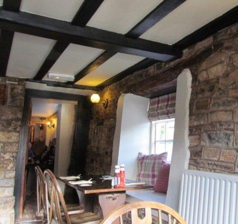 Wookey, UK: Dining area through to bar.