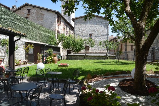 Residenza di Via Piccardi: The little garden.