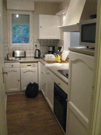Connelles, Francia: Kitchen area