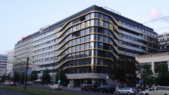 H2 Hotel Berlin Alexanderplatz: Hotel dans la partie centrale (grise)