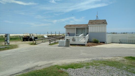Rodanthe, Karolina Północna: BATHROOMS, OUTSIDE SHOWERS AND RAMPTO BEACH
