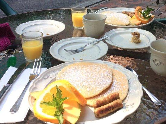 Sleepy Hollow Bed and Breakfast: Breakfast