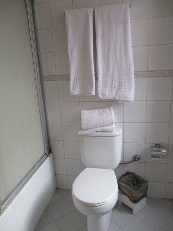 Hotel Vedado: No hot water Room 323