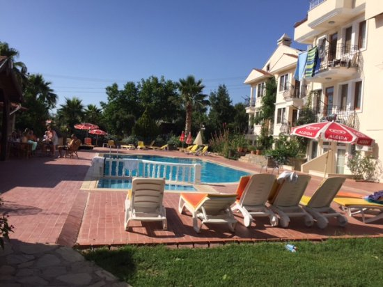 Milkway Apart Hotel: Pool and self catering apartments next to the restaurant/bar.