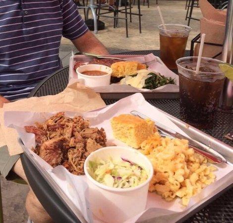 Stonington, Коннектикут: Pulled pork, Mac and cheese, kale salad, beans and ribs.