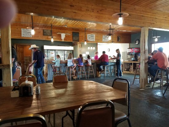 Harlowton, MT: Table and bar top service.
