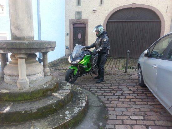 B&B Auberge du Chateau: la moto a dormi là