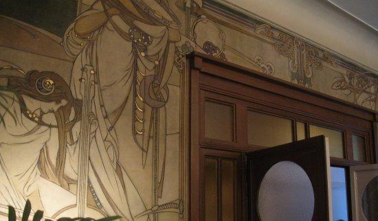 Sgraffito verwerkt in het interieur van het eigen huis van paul