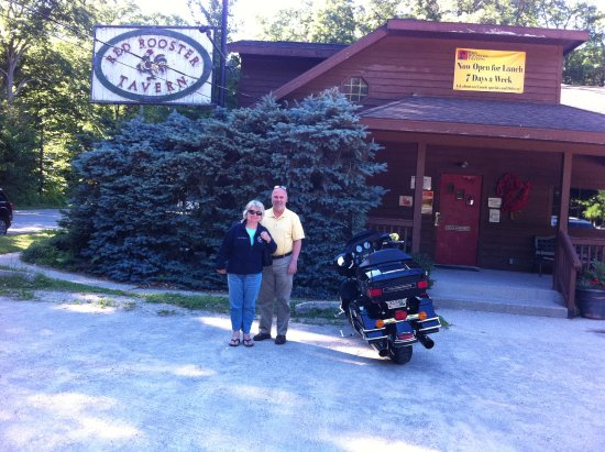Red Rooster Tavern: Enjoyed the Red Rooster and admiring the motorcycle