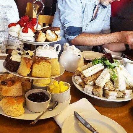 Queens Head: Cakes, Scones, Sandwiches, Tea, Coffee!!