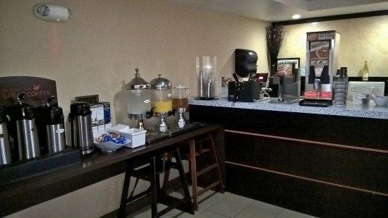 Hotel Indigo Napa Valley: Vista parcial do café da manhã