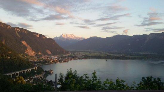 Vista dalla terrazza - Bild von Buffet de la Gare de Glion, Montreux ...