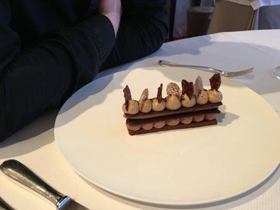 L'Auberge de la Brie : Chocolate / praline dessert