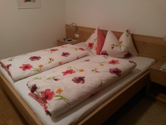 schlafzimmer im appartement pink lady - picture of beim dorner