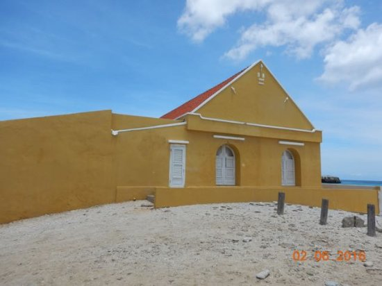 Voyager Bonaire Tours: Travelers rest building destroyed by a hurricane and rebuilt