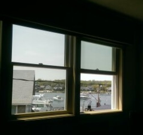 The Dockside Inn: Great views from the front and back of the hotel.
