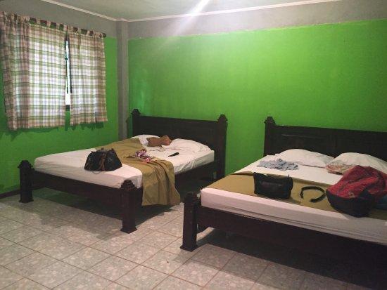 Mal Pais, Kosta Rika: Habitaciones amplias la cocinera y comedor geniales