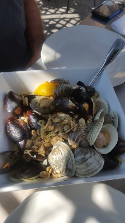 Cobleskill, NY: Linguini with clams and mussels